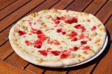 38cm Pizza cranberries – smetana, mozzarella, gorgonzola, kuřecí maso, brusinky