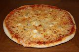 38cm Pizza Quattro formaggi – rajčata, mozzarella, gorgonzola, parmazán, camembert