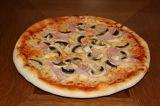 38cm Pizza Funghi – rajčata, mozzarella, šunka, žampiony
